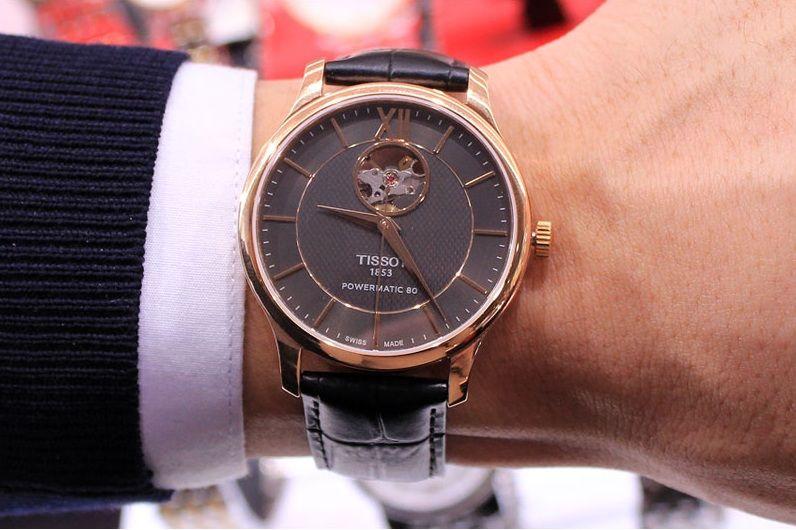 Chiếc đồng hồ Tissot Automatic trên tay cực chất