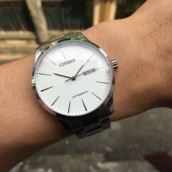 Chiếc đồng hồ Citizen Automatic NH8360-80E trên tay cực chất