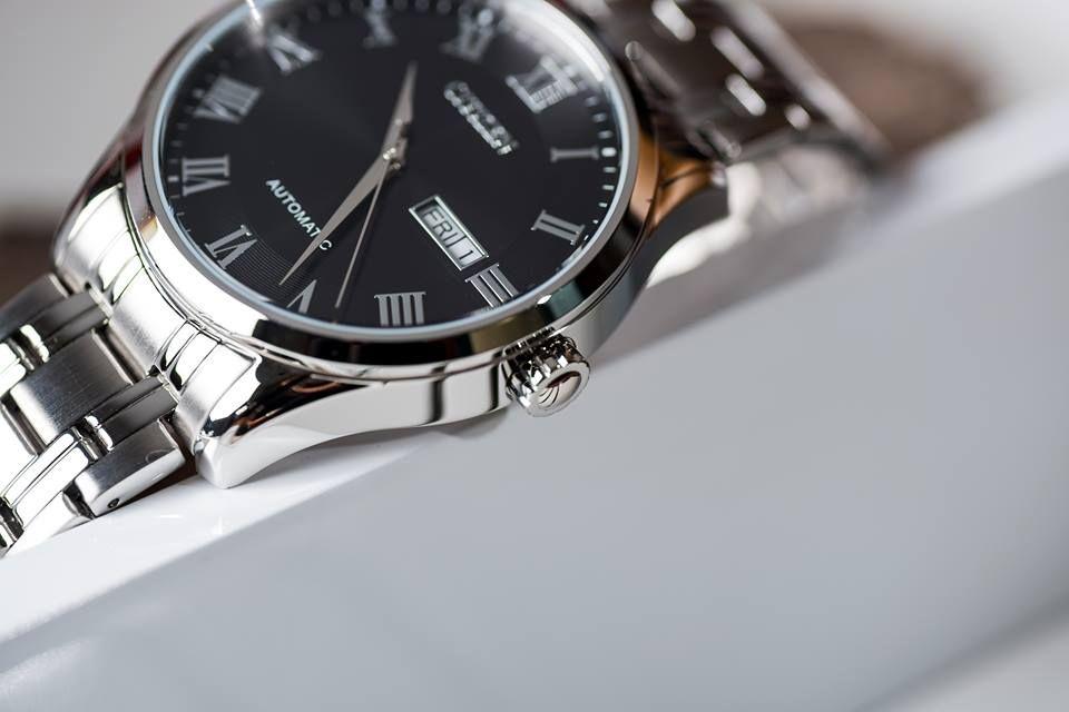 Case đồng hồ chỉ 11mm mang đến vẻ ngoài lịch lãm