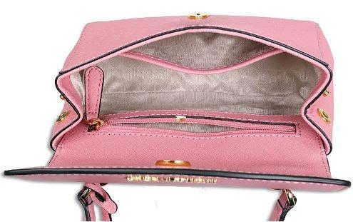 Khoang túi thiết kế khá rộng với 2 ngăn nhỏ tiện dụng