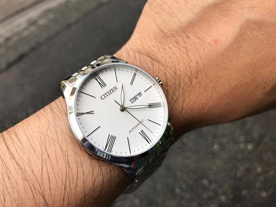 Chiếc đồng hồ Citizen nam NH8350-59L trên tay lịch lãm nhưng không kém phần nam tính