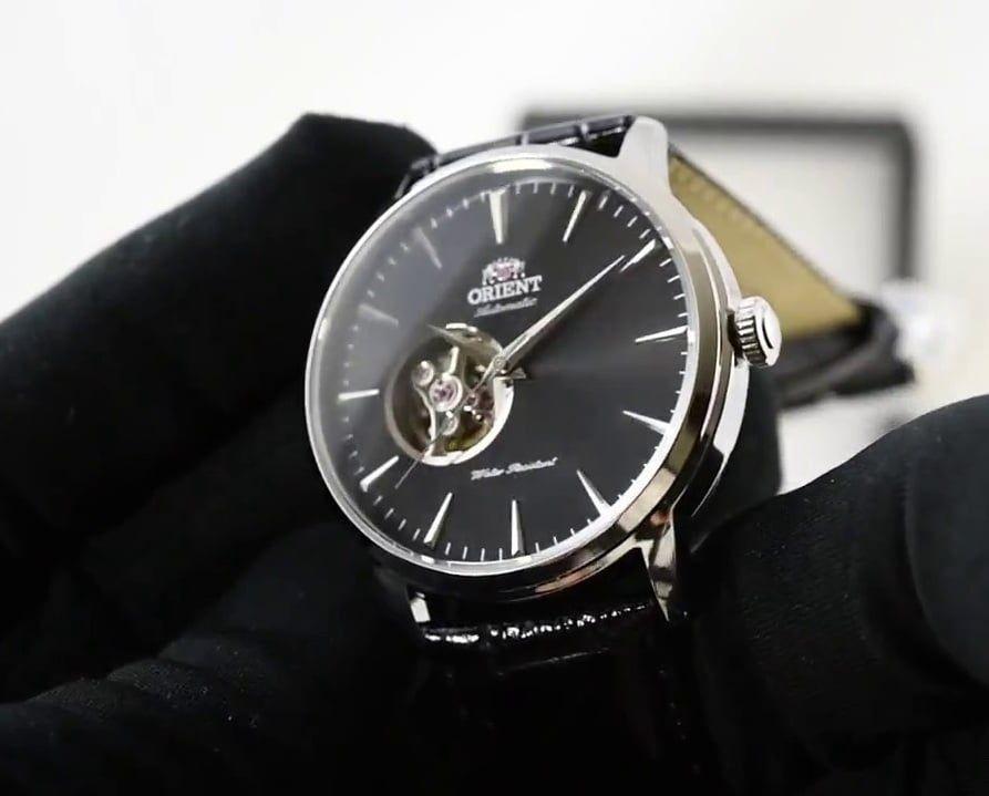 Case đồng hồ mạ bạc 12mm dày dặn tạo vẻ ngoài nam tính