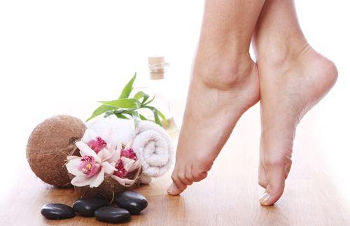 Công thức có chứa keratin giúp làm lành các vết nứt nẻ cho đôi chân mềm mượt