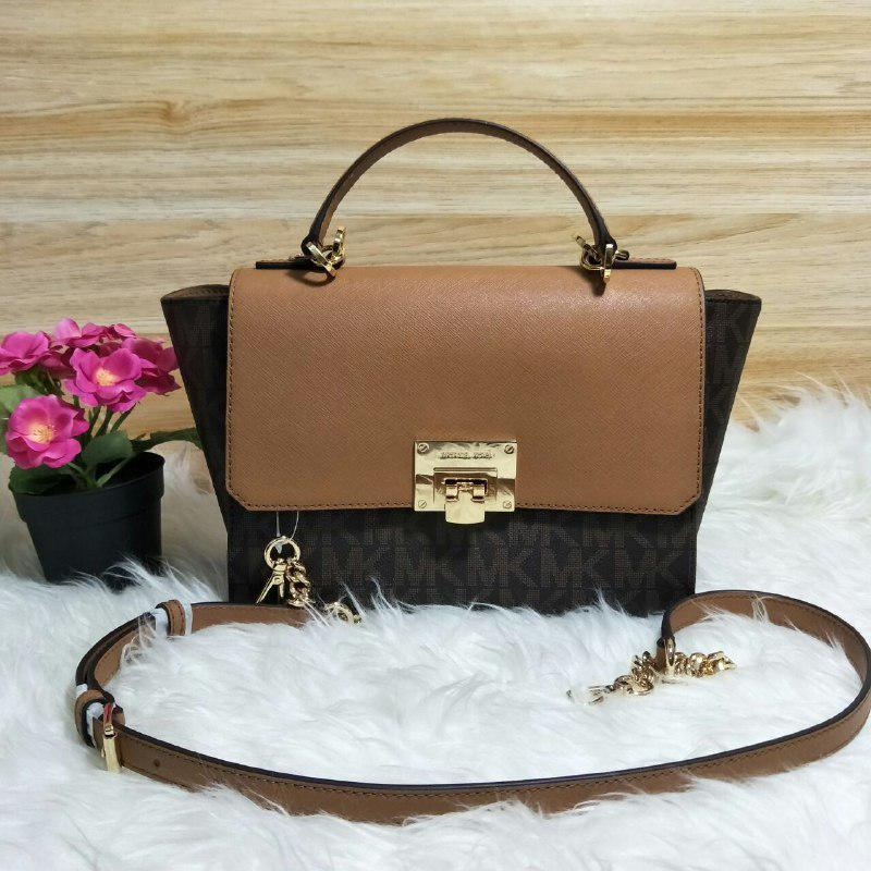 Túi Michael Kors Tina Satchel màu Brown Signature 4