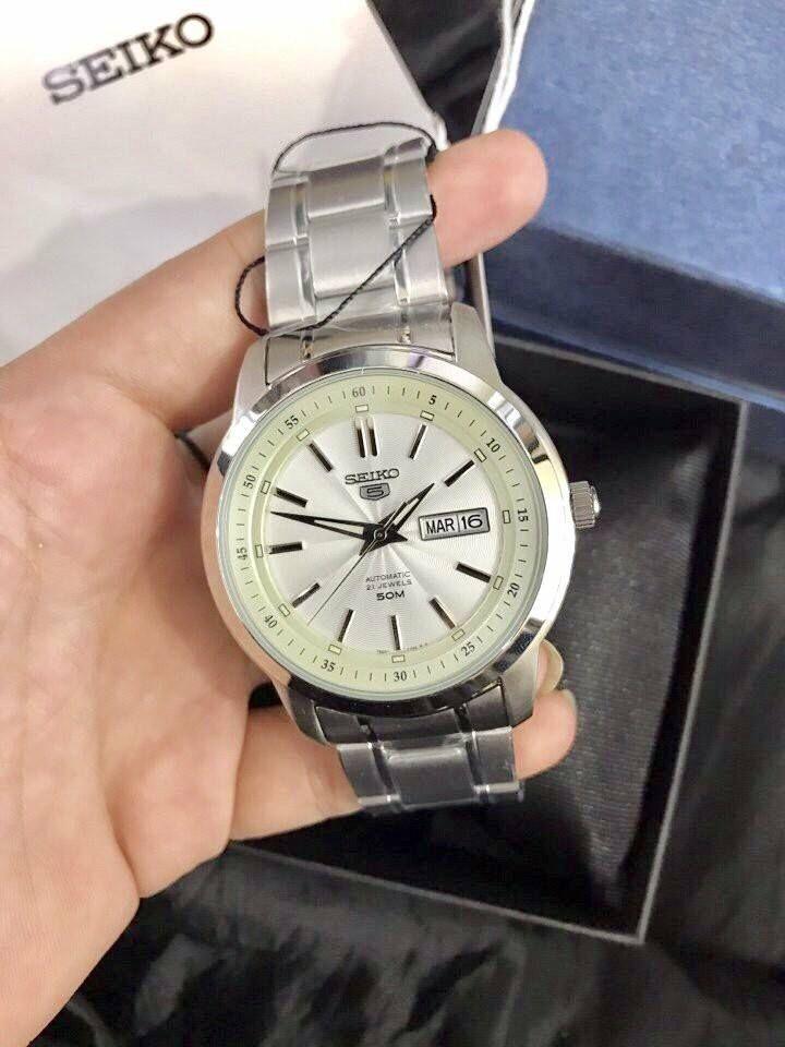Cận cảnh chiếc đồng hồ SNKM83K1