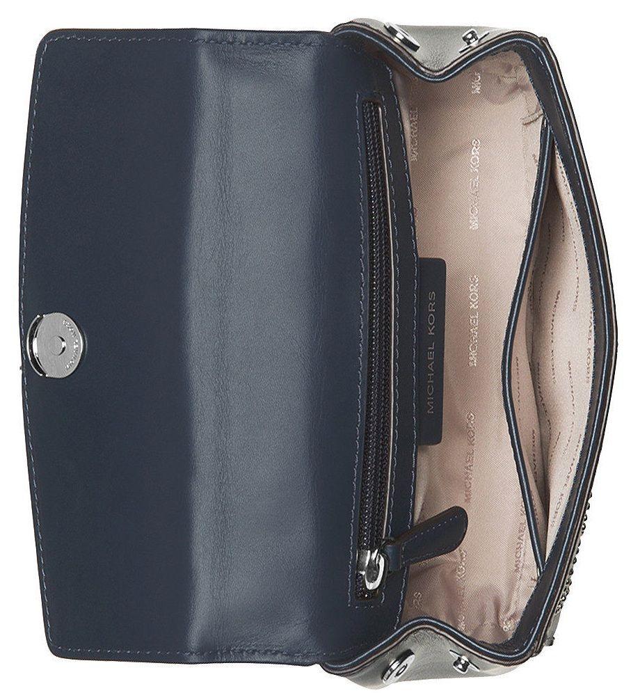 Khoang túi rộng với 2 ngăn nhỏ đựng đồ tiện dụng