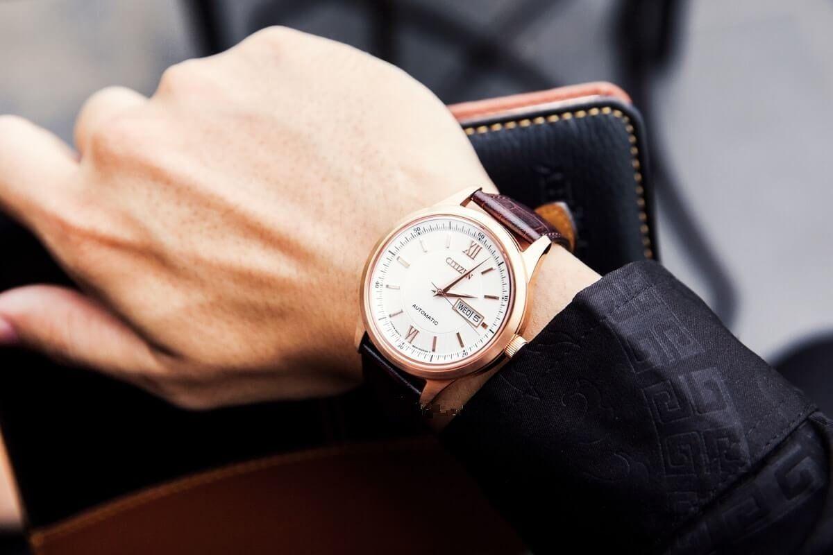 Đồng hồ Citizen nam NY4053-05A trên tay nam tính, lịch lãm