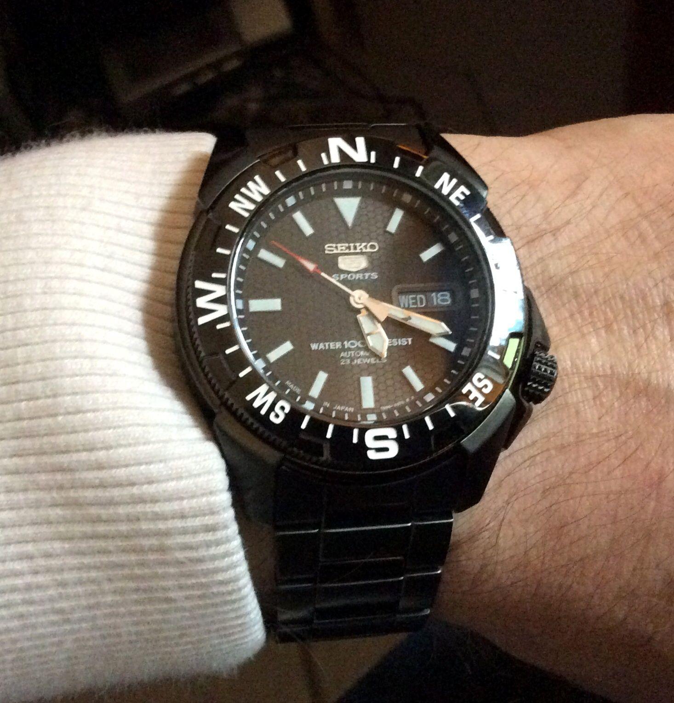 Đồng hồ Seiko nam SNZE83J1 trên tay khỏe khoắn, trẻ trung