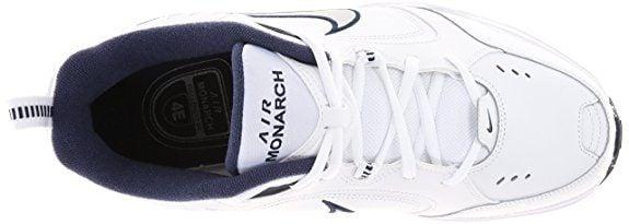 Phần gót giày vẫn giữ pull – tab đặc trưng