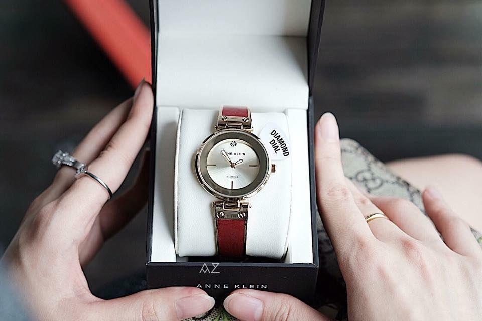Cận cảnh chiếc đồng hồ Anne Klein AK/2512BYGB