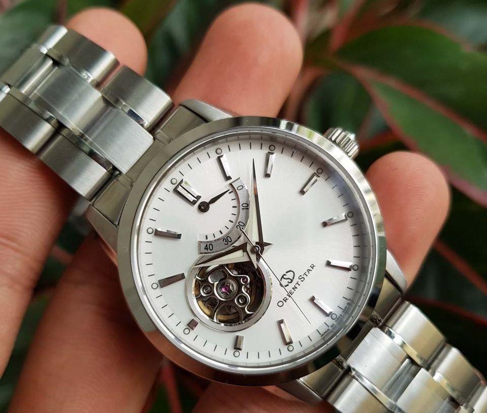 Mặt đồng hồ 39mm dễ đeo, phù hợp với cổ tay nam giới Việt