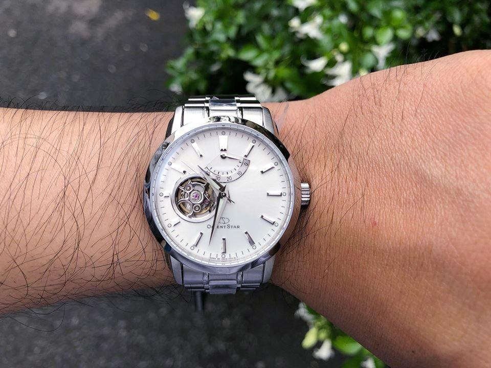 Chiếc đồng hồ Orient SDA02002W0 trên tay khỏe khoắn, nam tính và không kém phần lịch lãm