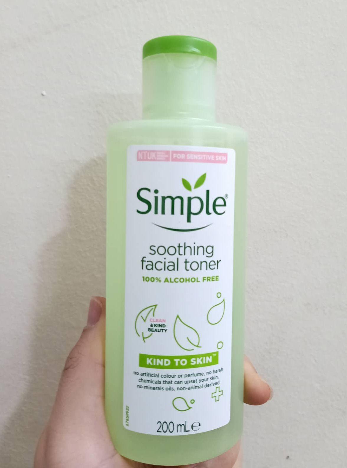 Nước hoa hồng Simple Soothing Facial Toner mẫu mới