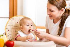 Khi nào cho bé ăn dặm thì phù hợp và đảm bảo sự phát triển của bé?