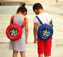 Balo hình bánh xe ô tô ngộ nghĩnh dành cho các bé