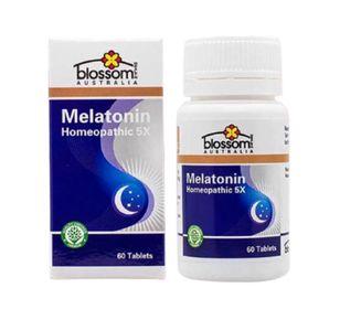 Viên Uống Ngủ Ngon Blossom Melatonin Homeopathic 5X hủ 60V của Úc