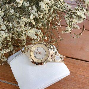 Review từ A-Z đồng hồ Anne Klein, cách phân biệt hàng chính hãng