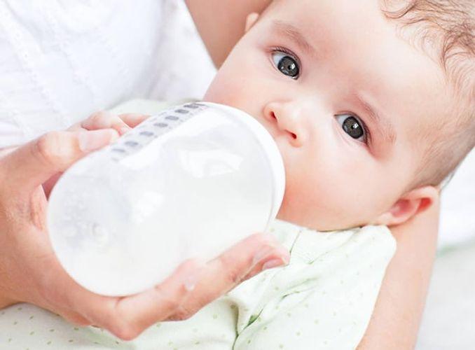TOP 6 bình sữa cho trẻ sơ sinh tốt nhất mẹ nên chọn