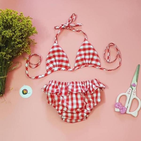 Bikini 2 Mảnh Cho Bé Áo Yếm Quần Viền Ren Họa Tiết Bắt Mắt