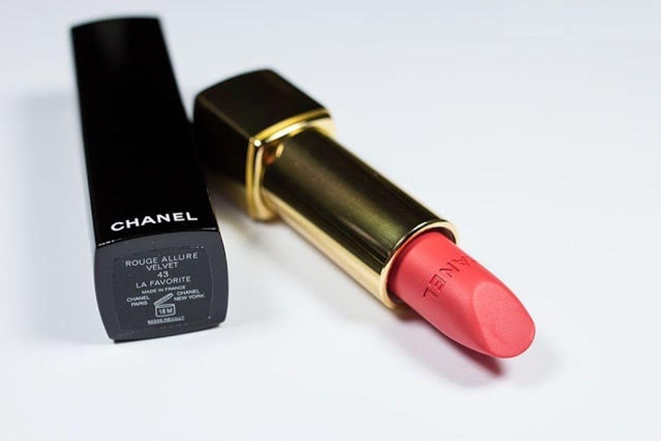 Son Chanel Rouge Allure Velvet 43 La Favourite Màu Hồng Cam