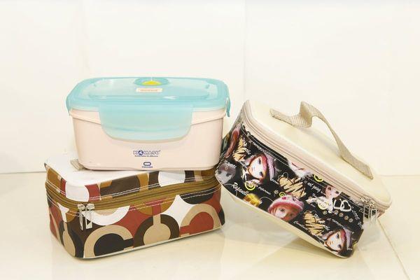 Hộp cơm komasu thiết kế nhỏ gọn, tiện lợi dễ dàng mang theo, kèm chiếc túi xách xin xắn