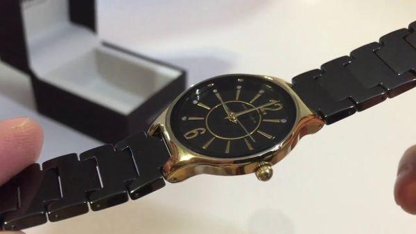 Case đồng hồ mảnh mang đến cho chiếc đồng hồ vẻ ngoài tinh tế