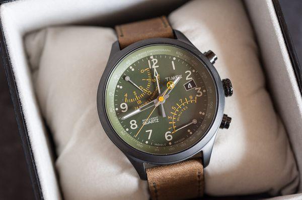 Cận cảnh chiếc đồng hồ Timex nam T2P381