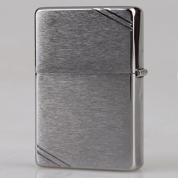 Bật lửa Zippo Vintage Chrome 230 màu bạc, xước vân ngang