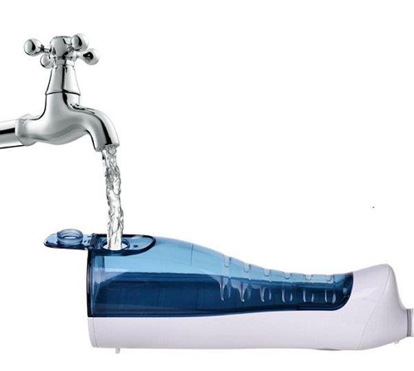Máy tăm nước du lịch Procare đổ nước dễ dàng và thuận tiện khi mang đi du lịch