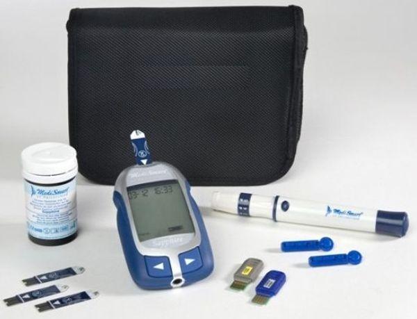 Máy đo đường huyết MediSmart Sapphire bao gồm: